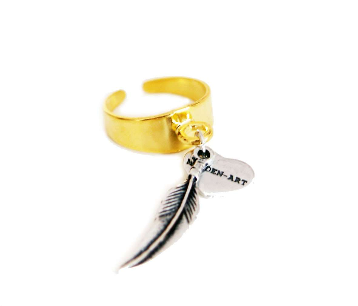 Statement ring in gold with feather charm - Maiden-Art