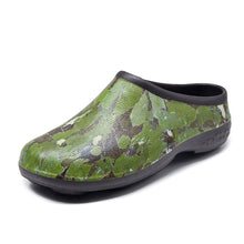 Load image into Gallery viewer, Chunky Tread Green Camo Garden Clogs