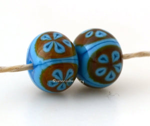 Turquoise Raku Round Daisy Flower Turquoise blue and raku 5 petal flower pair. Size: 8x12 mm Amount: 2 Beads Hole Size: 1.5 mm Glossy,Matte