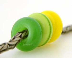 Golden Delicious Trio European Charm Set A trio of European charm bracelet beads in poison apple, pea green, and bright acid yellow.These lampwork beads will fit your european charm style bracelet.7x13-14 mm3 Beads5 mm holeprice is per bead set Glossy,Matte
