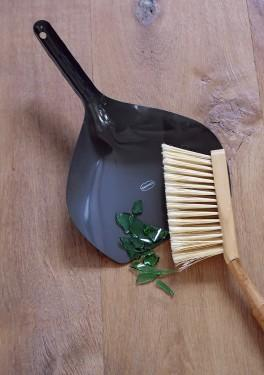 Cabanaz - Vintage Green Dustpan & Brush