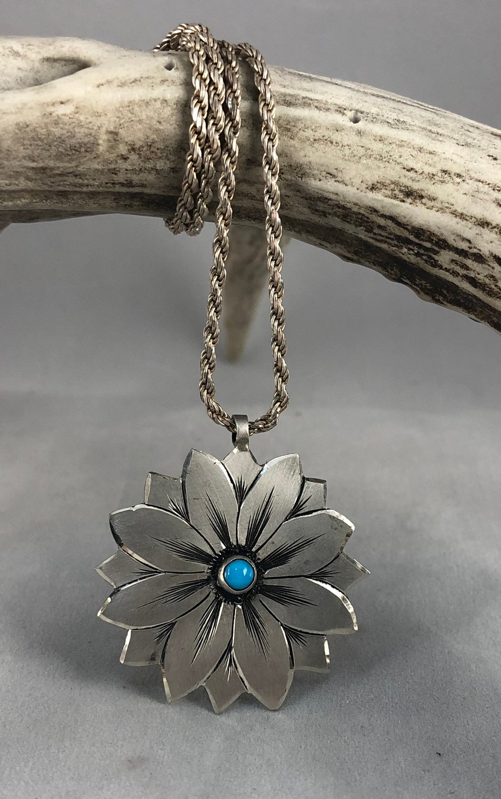 I'll Give You a Daisy a Day Pendant