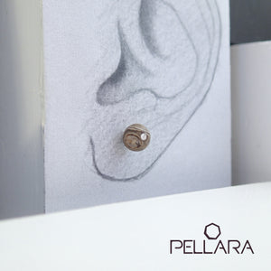 Sterling silver natural gemstone stud earrings contains a sparkling piece of Cubic Zirconia. Very light and hypo-allergenic, 6mm or 8mm beads. Agate