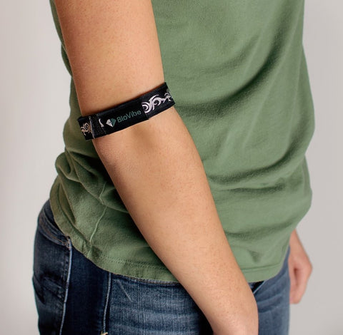 Wrap band around elbow for sore tendons.