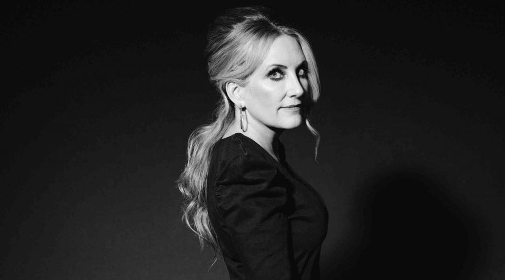 "Behind the Scenes: Lee Ann Womack's Latest Music Video, ""Hollywood"""