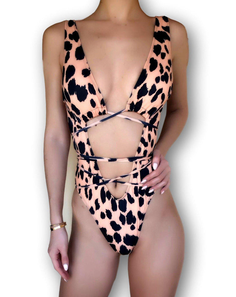 Outlet-Puma Leopard-PHYSICAL-Siberica Swim-Swimsuit one piece Top padded Model wears size M Color Animalier Brazilian bottom Swimsuit for woman Brand: Siberica Swim Care Instructions-S-