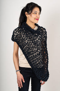 Tonlé | Maleng Poncho in Black