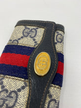 Load image into Gallery viewer, Vintage Gucci GG Supreme Keyholder