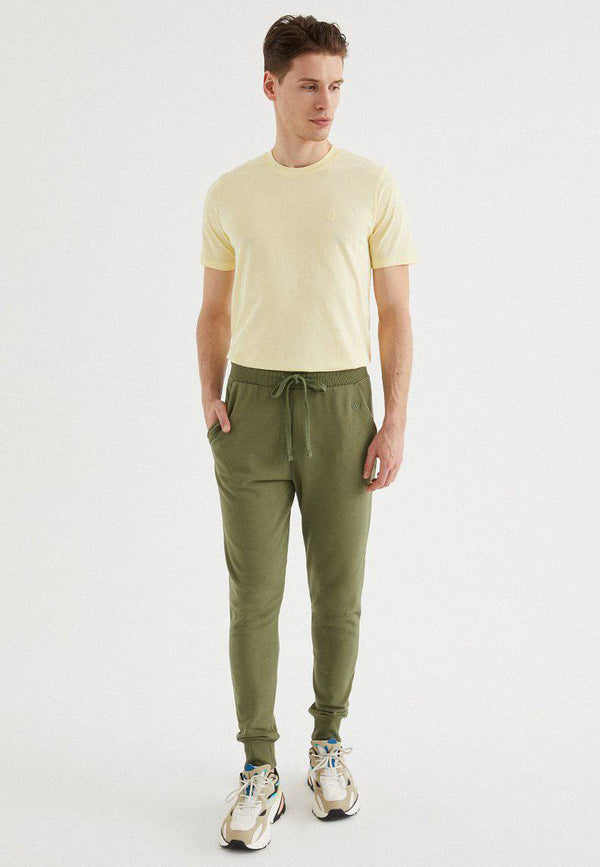 CORE JOGGER in Capulet Olive
