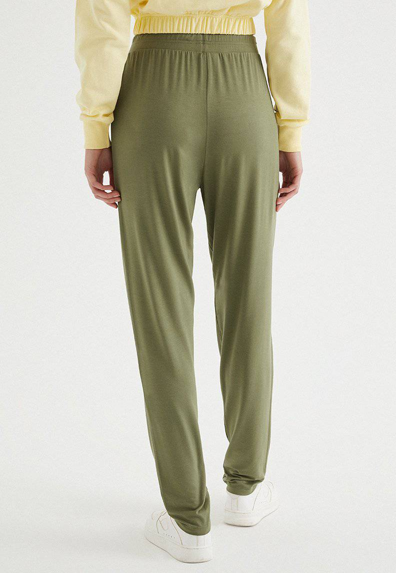 SOFT RELAXED JOGGER in Capulet Olive