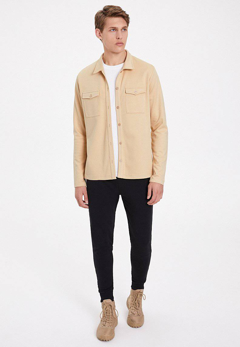 ESSENTIALS OVERSHIRT in Semolina