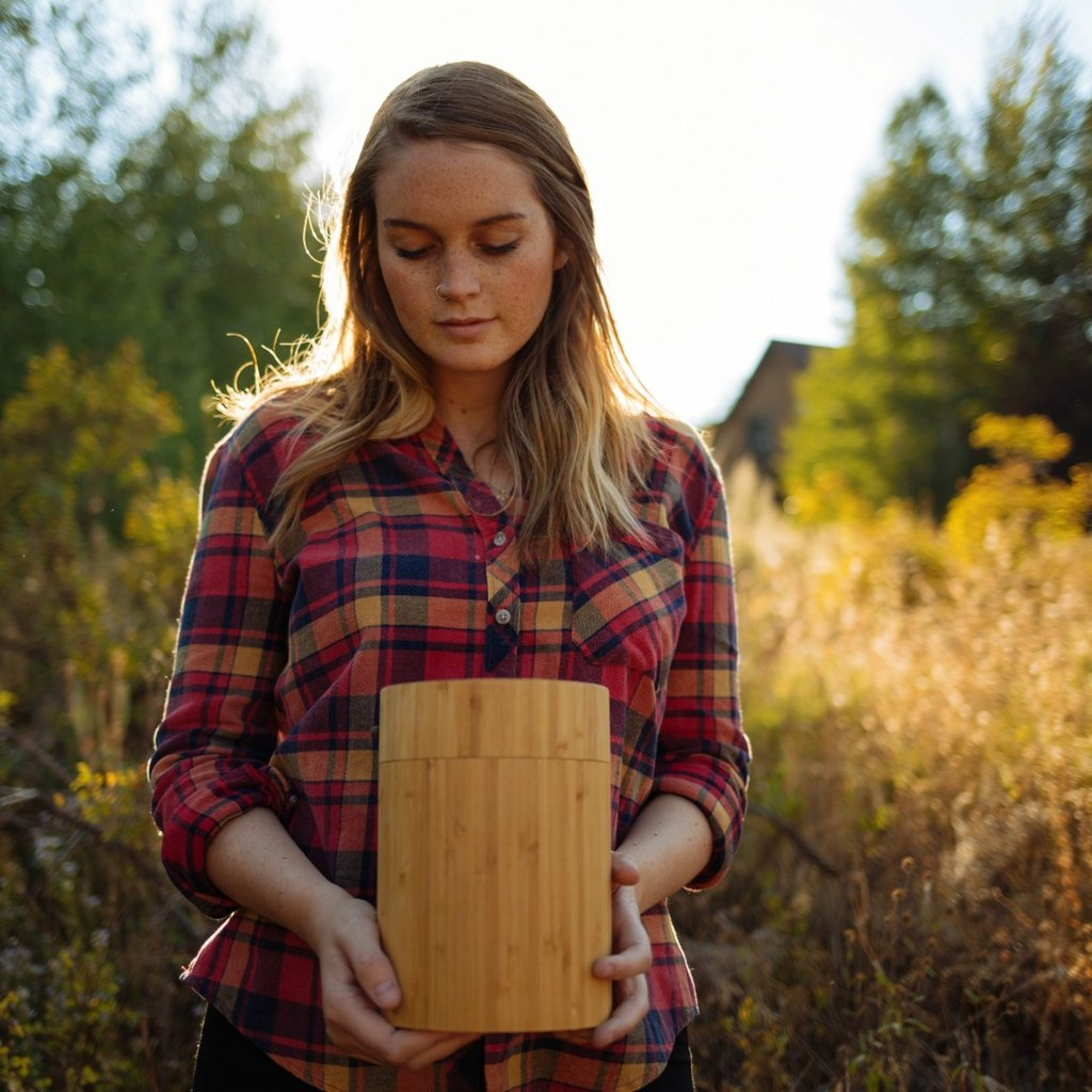 The Eco Burial Urn and how to hold a burial ceremony