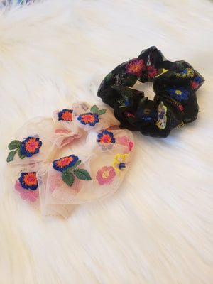 Embroidered Scrunchie (black)