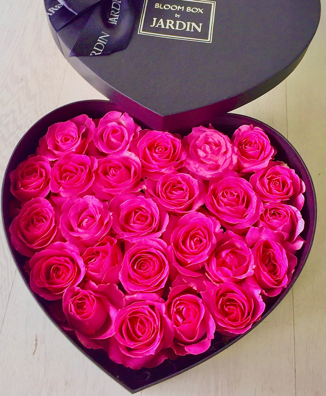 Full Roses Heart Bloombox
