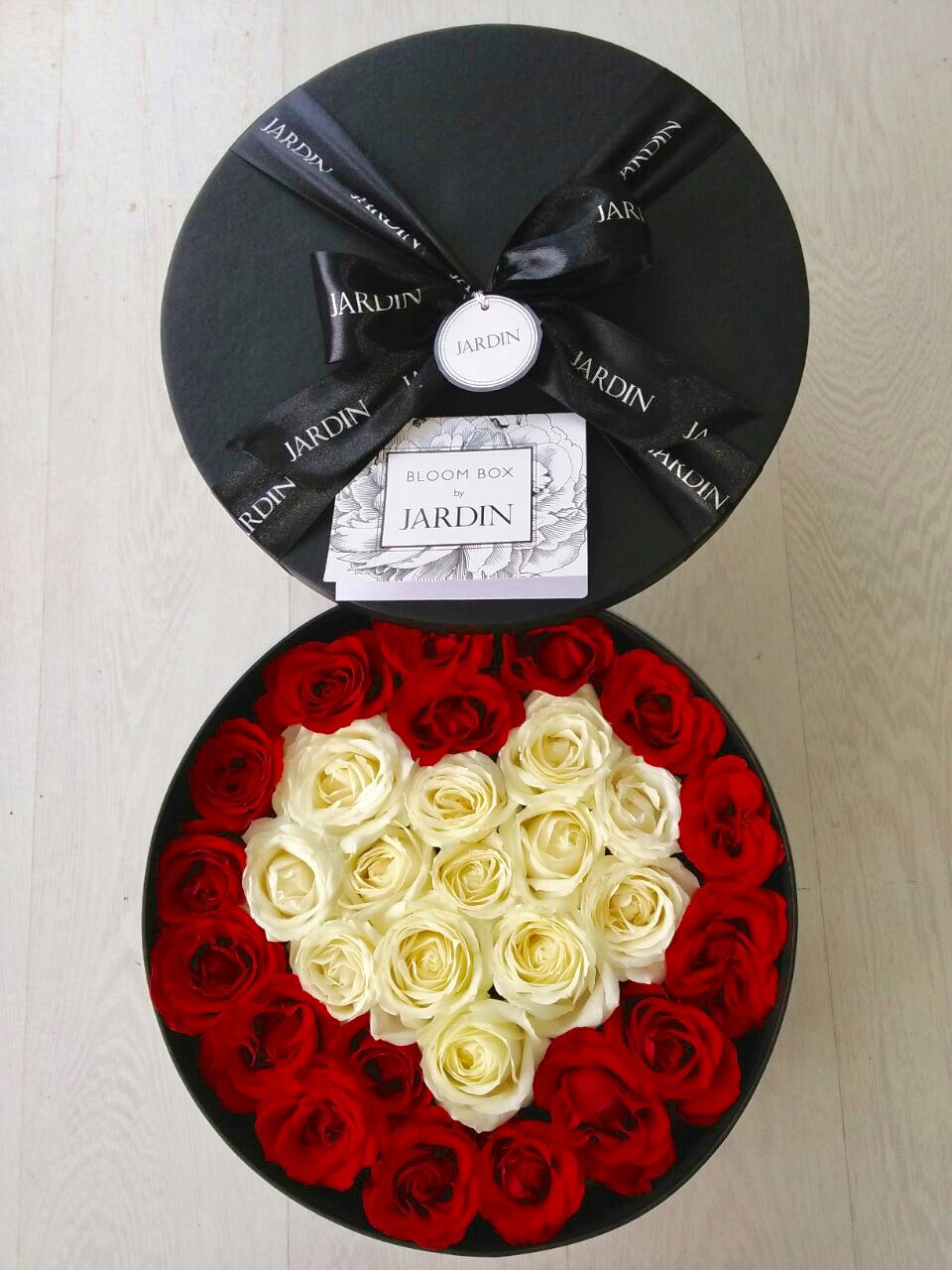 Full Roses Round Bloombox by Jardin