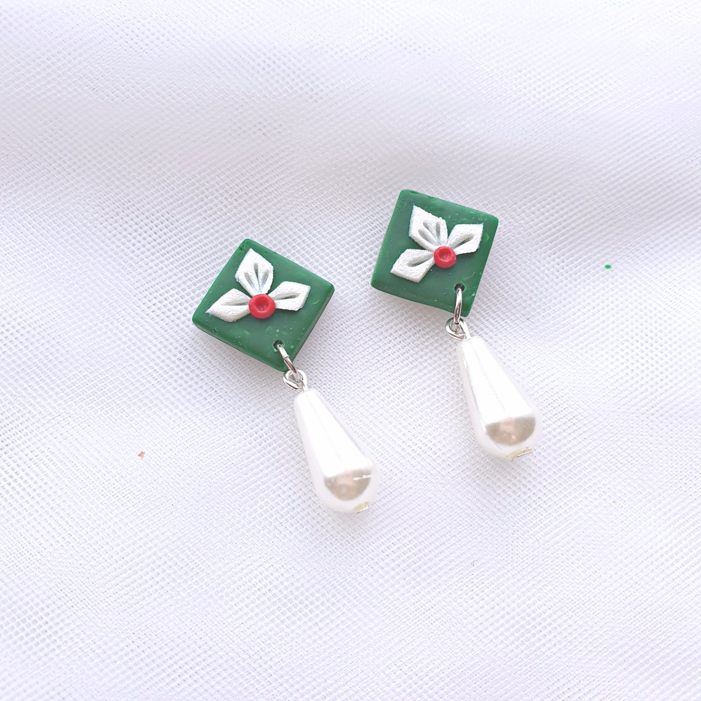 A Christmas Tale Series Tiny Tile Pearl Drop