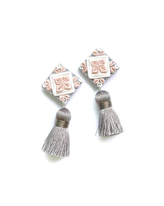 Shades of Joy Series Tile Tassel 2