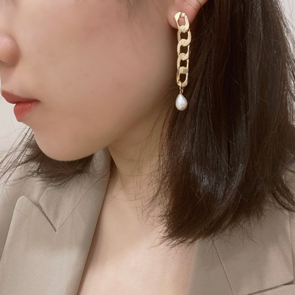 Long Chain with Pearl Earrings