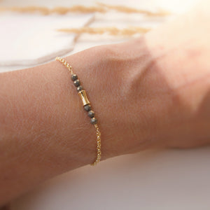 Bracelet Moonlight-fine chainette or et petites pierres de pyrite