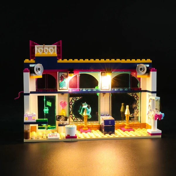 Lighting Showdown Of Lego Andrea's Accessories Store 41344