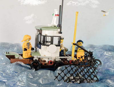 See the Thrilling Sea World with Lightailing Wrecked Shrimp Boat 70419 set