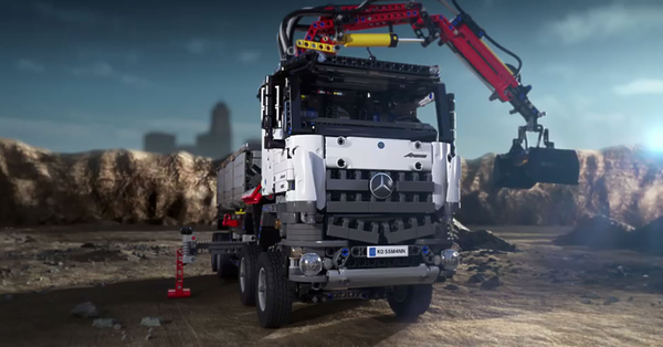 Get Thrilled With This Gigantic Lighting Lego Mercedes-Benz Arocs 3245 Truck 42043