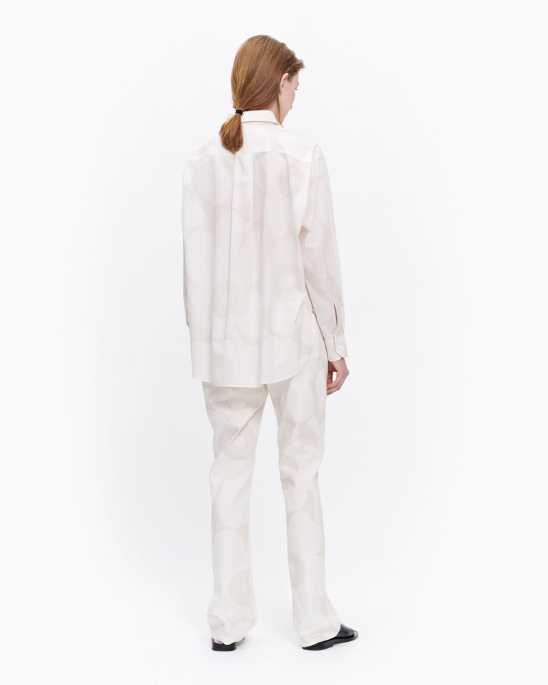Marimekko Kasvio button-up shirt is made of a light, thin cotton in the beige and off white Unikko (poppy) pattern