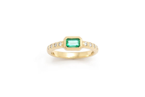 Natural Emerald Ring with Diamonds in 18 kt Gold