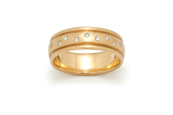 Ribbed Band Ring with Diamonds in 18 kt Gold