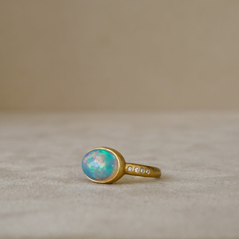 Ethiopian Opal and Diamond Ring in 18kt Gold,  2.67 ct