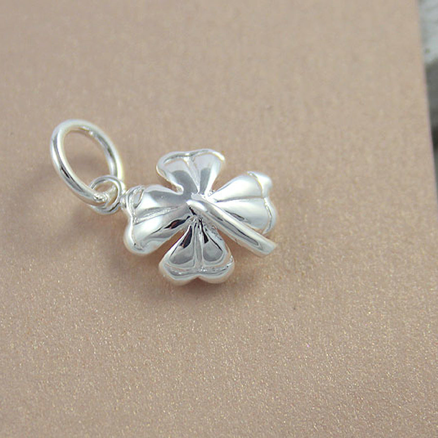 Carry good luck every day with this exquisite silver four leaf clover charm. FREE UK delivery.