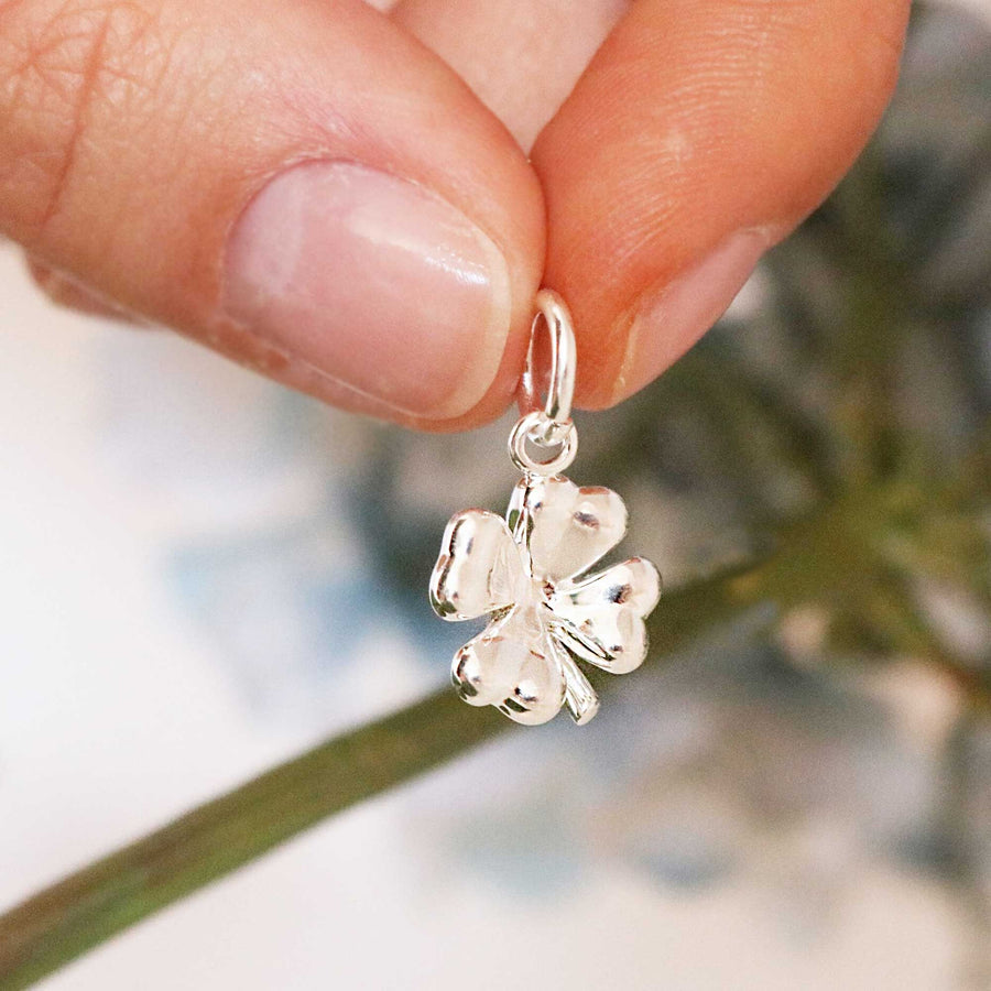 Carry good luck every day with this exquisite silver four leaf clover necklace. FREE UK delivery.