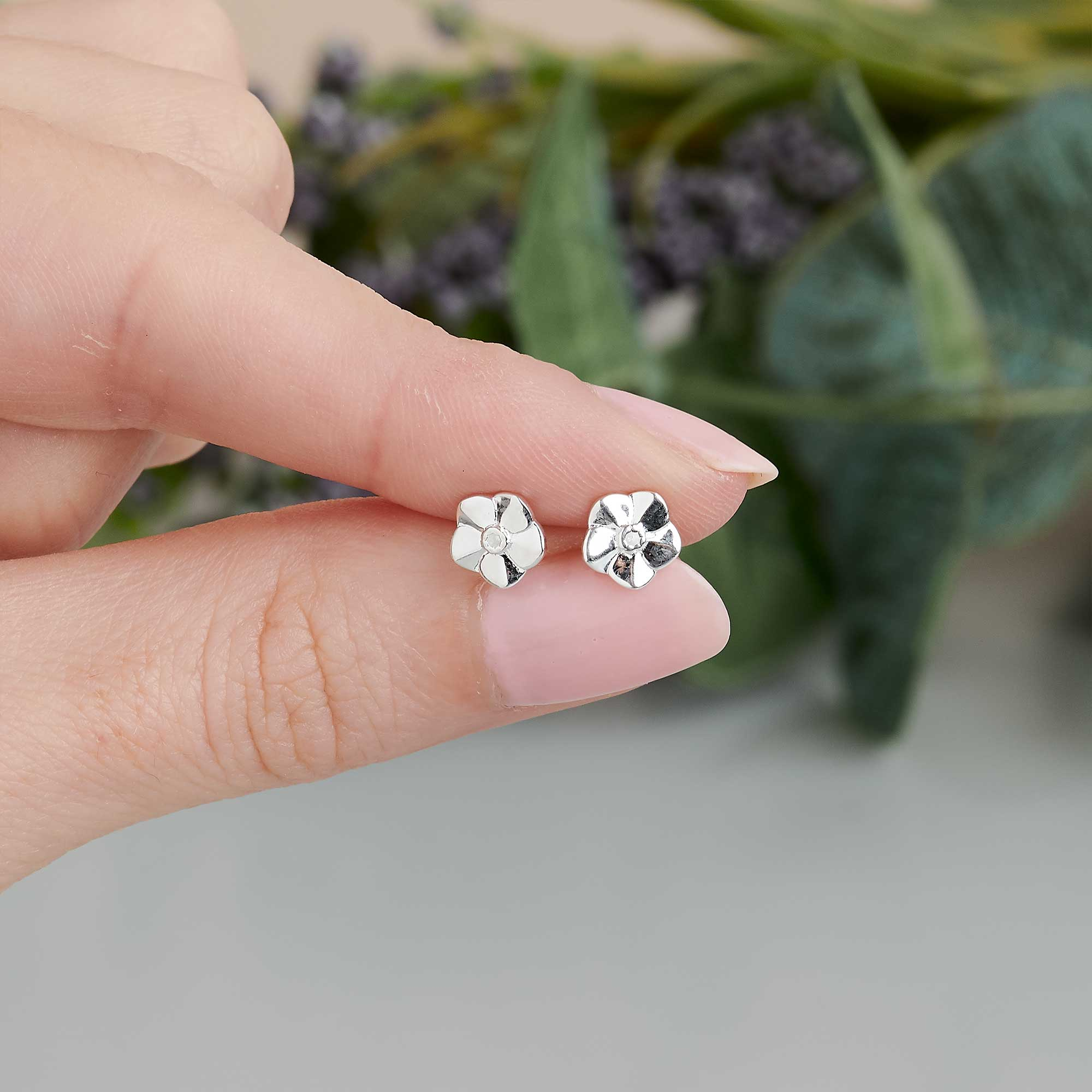 tiny but perfectly formed Forget-Me-Not studs make beautiful little studs