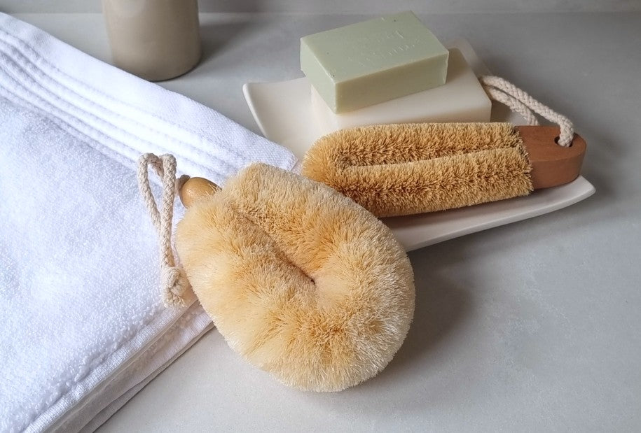 Body and Feet Brush Set with sisal body brush and coconut foot brush, ELYTRUM body care wellbeing