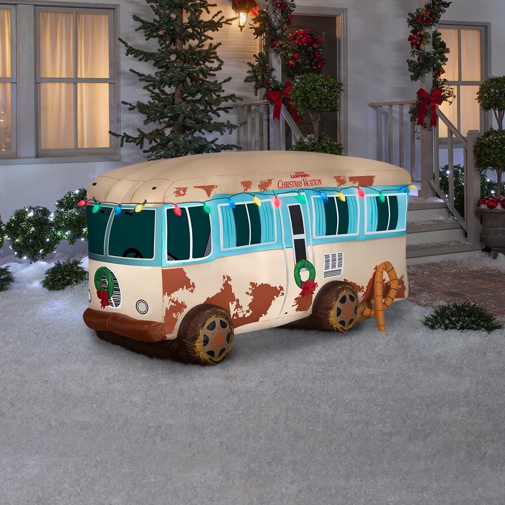 You Can Now Buy Giant Inflatable 'Christmas Vacation' Lawn Decorations For The Holidays