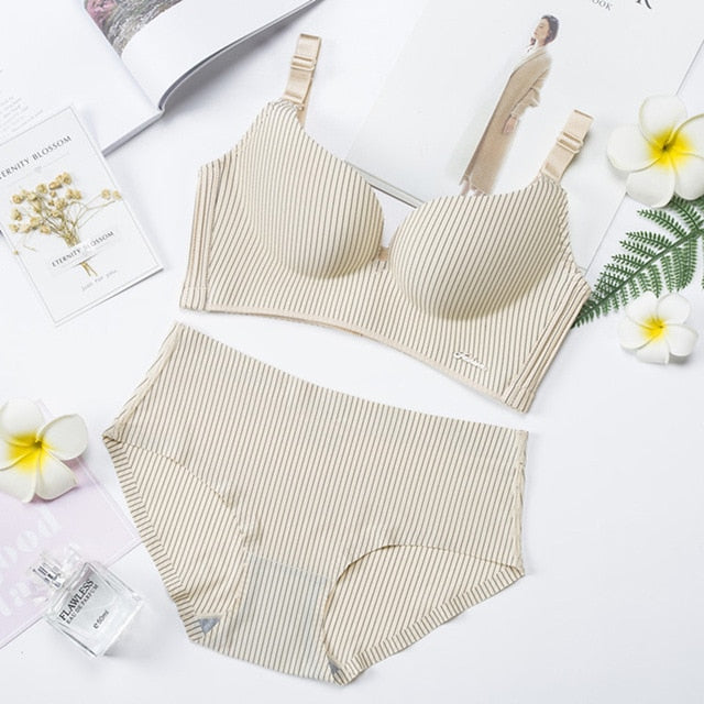 2019 High-end Brand Romantic Push Up Seamless Lade Bra and Panties Set