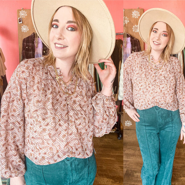 Retro fall look with real velvet pants and a paisley printed top