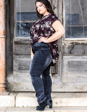 Load image into Gallery viewer, Plus size black wash boyfriend distressed jeans
