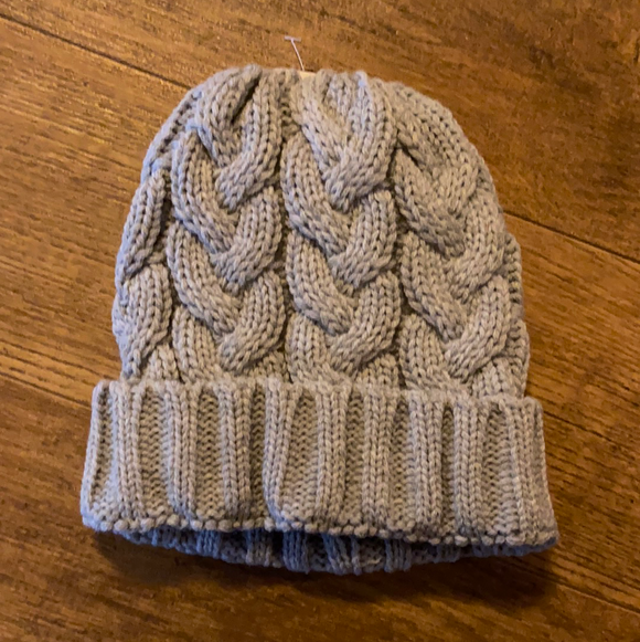 Cable knit pony tail gray beanie