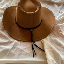 Load image into Gallery viewer, Camel Western Tassel Hat