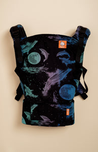 Lolly Delfini Reluciente - Tula Signature Baby Carrier