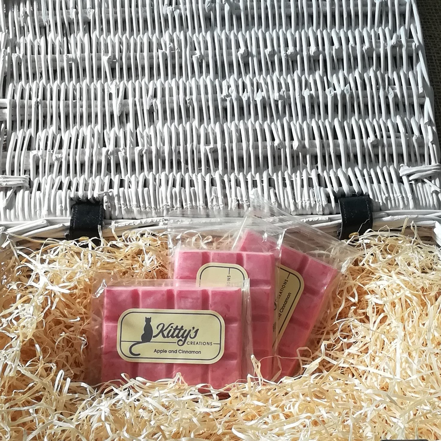 Three hand-made, vegan friendly, paraffin free Wax Melts, coloured a soft, blushing pink sitting in a basket of straw. Each with a spicy fragrance that transports you to rainy British summertime afternoons spent during the holidays as a warm apple crumble emerges from the oven. As autumn draws near and the leaves turn golden this melt is perfect for snuggling down as you read a book, watch a film, or stare for a glimpse of the mountains from a bothy window.