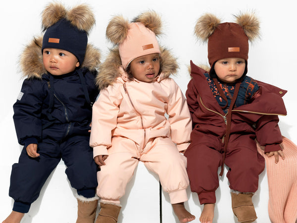 Gugguu merino wool beanies, scarfs and mittens for children. Warm winter accessories for kids.