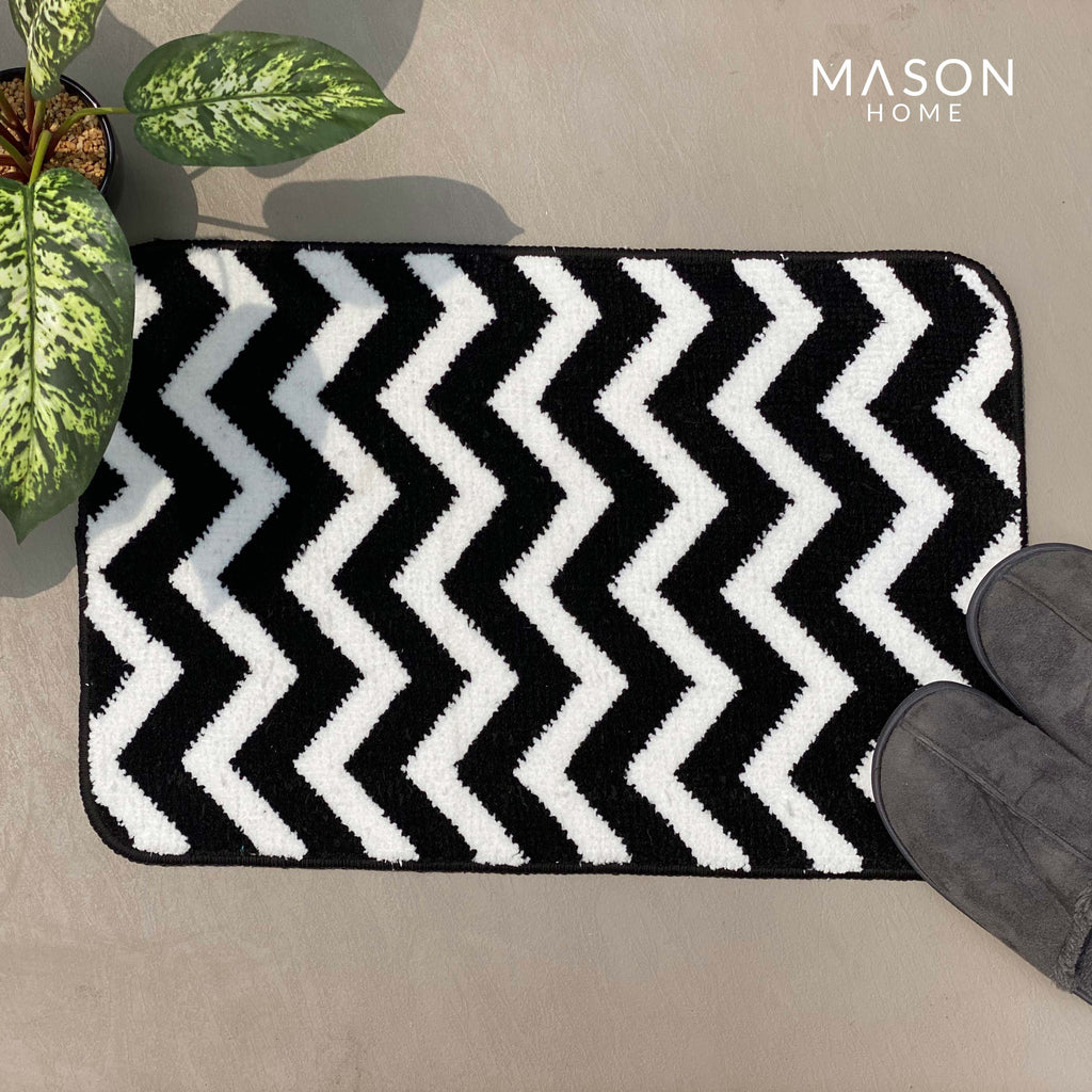 BATH MAT - BLACK AND WHITE ZIGZAG