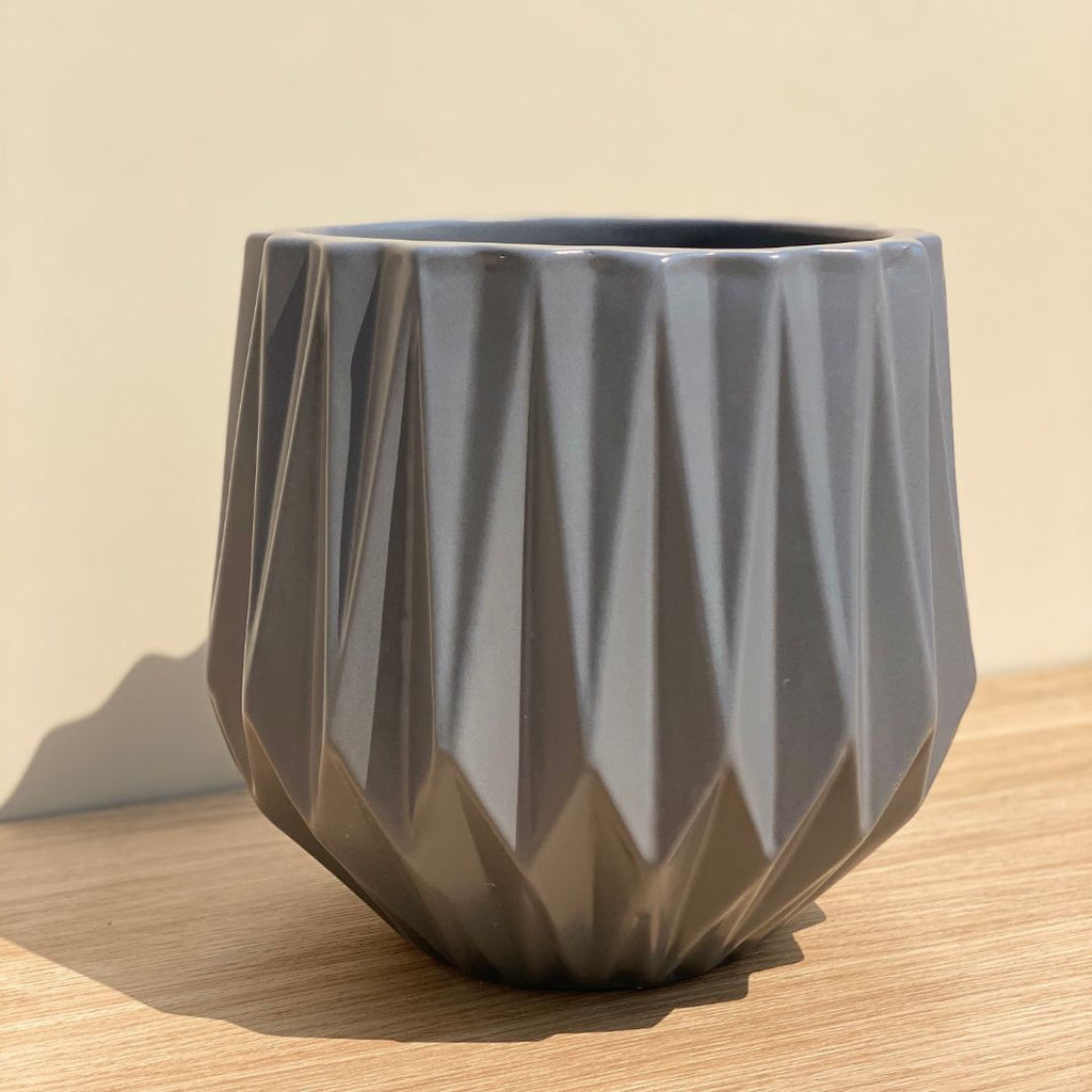 RIDGED CERAMIC POT IN GREY - LARGE