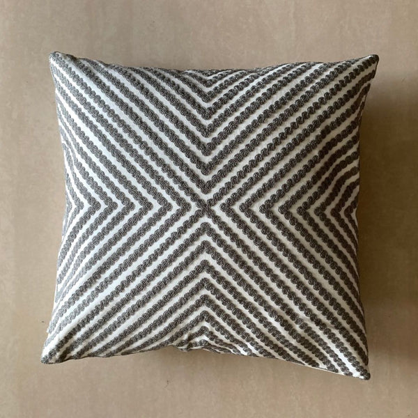 GREY CONCENTRIC CUSHION