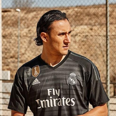 Real Madrid | Home GK Kit 18/19 - SoccerTriads