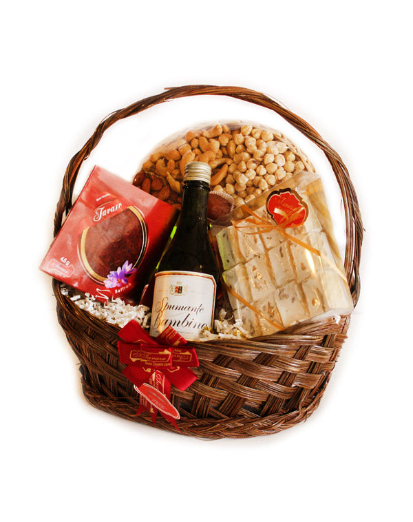 Dried fruits and nuts gift basket. Perfect to give for any occasion.