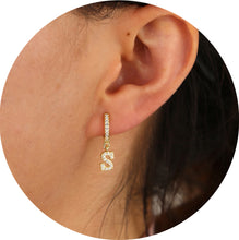 "Load image into Gallery viewer, Mini Pendientes Arete Inicial ""M"""