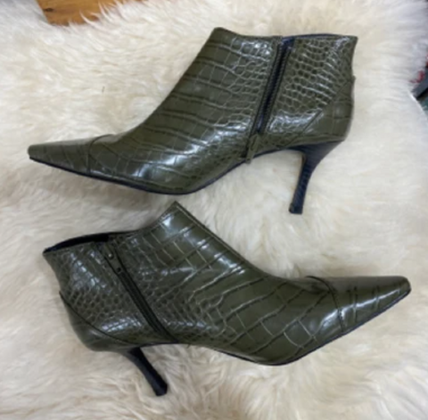 pointed booties